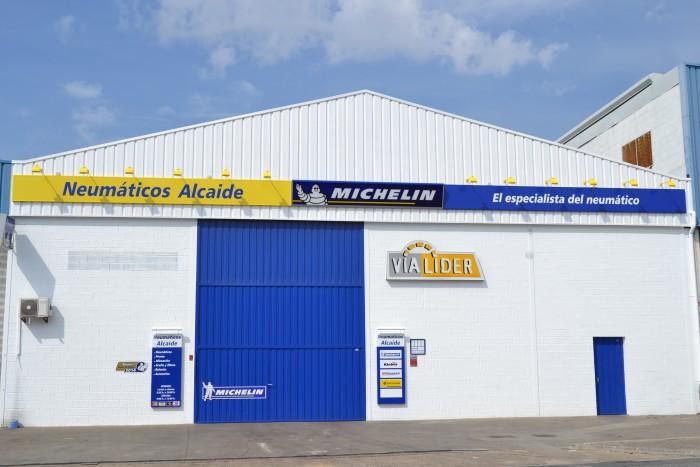 Neumáticos Carlos Alcaide, Empresa dedicada a la venta y colocación de neumáticos de todas las marcas.